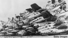 Foto de 1965 de aviones de las fuerzas aéreas de EE.UU. apilados