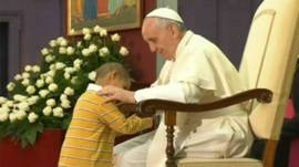 Papa Francisco y niño
