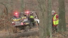 美國肯塔基州埃迪維爾附近應急部門車輛進入叢林搜索墜毀小型飛機(3/1/2015)