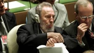 Fidel Castro asiste a la Cumbre del Milenio en la ONU en 2000. Foto: AP