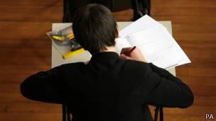 Estudante faz prova