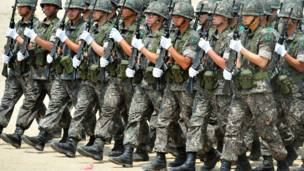 Tentara Korea Selatan melakukan parade saat upacara peringatan Perang Korea ke-63, AFP