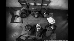 Anak-anak kecil yang mengantuk karya Joe Saade/National Geographic Traveler Photo Contest