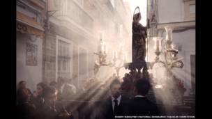 Ave Maria karya Evgeny Surgutsky/National Geographic Traveler Photo Contest