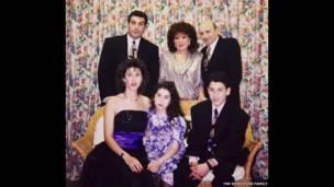 La familia Winehouse en el Bar Mitzvá de Alex. Amy y su hermano con Mitch y Janis y sus padres, Cynthia y Larry. © Familia Winehouse.