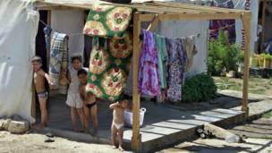 सीरिया में पलायन को मजबूर लोग