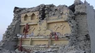 Una vivienda en ruinas, afectada por el movimiento telúrico, en el poblado de Awaran.
