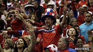 Aficionados costarricenses durante un partido de las eliminatorias al Mundial de Brasil 2014