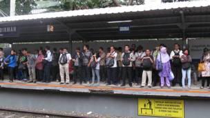 penumpang kereta api