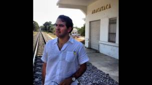 Juna Gabriel Vásquez en Aracataca, Colombia.