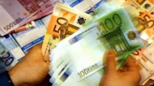 Corrupção tem cura? 140203142353_euros_pa624