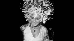 Elizabeth Taylor luce joyas de Bulgari en el baile de máscaras, Hotel Ca'Rezzonico, Venecia, 1967