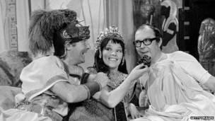 Glenda Jackson interpretando a Cleopatra