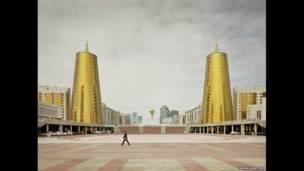 Edificios Ministeriales, Astana, 2012.  FRANK HERFORT