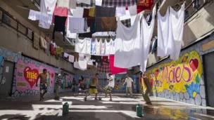 Reclusos de la prisión Adriano Morrey en el estado de Sao Paulo disputan un partido