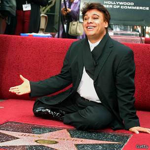 Juan Gabriel, al recibir su estrella en el Paseo de la Fama de Hollywood