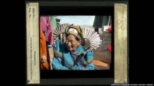 Mujer con tocado en Mongolia