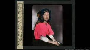 Italiana en Ellis Island, Nueva York.