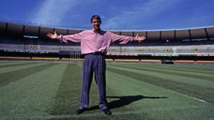 गैरी लिनेकर (1986, 1990- 10 गोल)