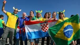 Hinchas de Brasil y Croacia en Sao Paulo