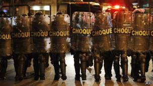 Policía de choque movilizada durante una manifestación en Brasil.