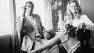 Jane Fonda y Roger Vadim el día de su boda en Las Vegas, 1965. Dennis Hopper / Cortesía de Hopper Art Trust.