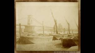 (Puente de Hungerford, auto laminado, hecho alrededor de 1845.  William Henry Fox Talbot).