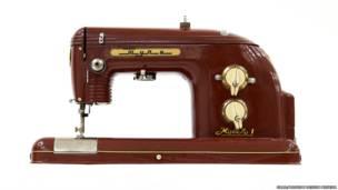 """Máquina de cosar """"Tula"""". Imagen: cortesía de GRAD y Museo de Diseño de Moscú"""