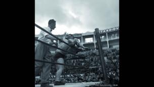Encuentros de lucha en el circo de Santamaría, Bogotá, 10 de octubre de 1944. Archivo fotográfico de Sady González, Biblioteca Luis Ángel Arango