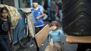 Criança desabrigada (AFP)
