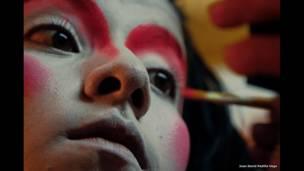 Artista circense colombiano en Piedecuesta, Santander. Foto: Juan David Padilla.