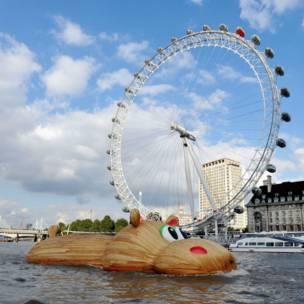 Hipopo Thames di London Eye