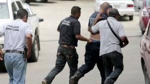 Policías de Iguala son detenidos. Foto: AFP/Getty