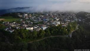 En lo alto de una loma, en las colinas de Khasi del noreste de la India, el pueblo de Mawsynram. Amos Chapple / Rex Features
