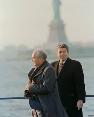 В декабре 1988 года Михаила Горбачева принимал в США еще президент Рональд Рейган.