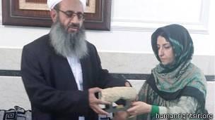 جایزه توسط نایب رئیس کانون به مولوی عبدالحمید داده شد