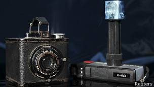 Eastman Kodak Brownie Special Six-20 (L) and the Pocket Instamatic 20 (R)
