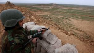 Los kurdos y las fuerzas rebeldes luchan contra el Estado Islámico.