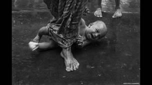 Niño y devoto por Amitava Chandra