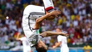 Miroslav Klose celebra un gol