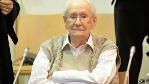 Groening reconoció a la BBC en 2005 que vio las cámaras de gas y los crematorios del campo de exterminio.
