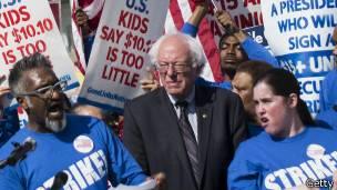 Sanders durante una manifestación