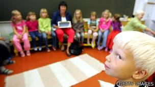 Niños en una clase en Finlandia