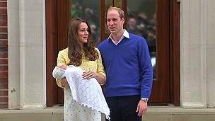 Los duques de Cambridge con la princesa Charlotte