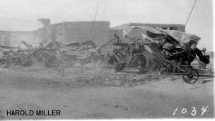 Autos quemados por tropas de Francisco Villa en la Revolución Mexicana. Foto: cortesía archivo Harold Miller