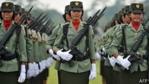 indonesia, reclutas, mujeres, virginidad
