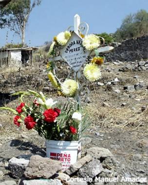 Lugar de entierro de una víctima de feminicidio en Ecatepec