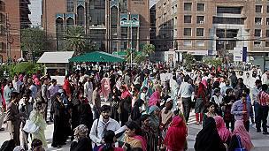 Un terremoto de magnitud 7,5 sacude Afganistán, Pakistán y el norte de la India 151026104910_earthquake_pakistan_afghanistan_304x171_ap_nocredit