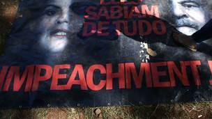 Afiche de manifestantes en favor del impeachment