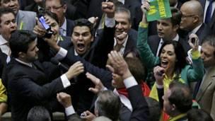 Diputados brasileños conmemoran la autorización del impeachment a la presidenta Dilma Rousseff